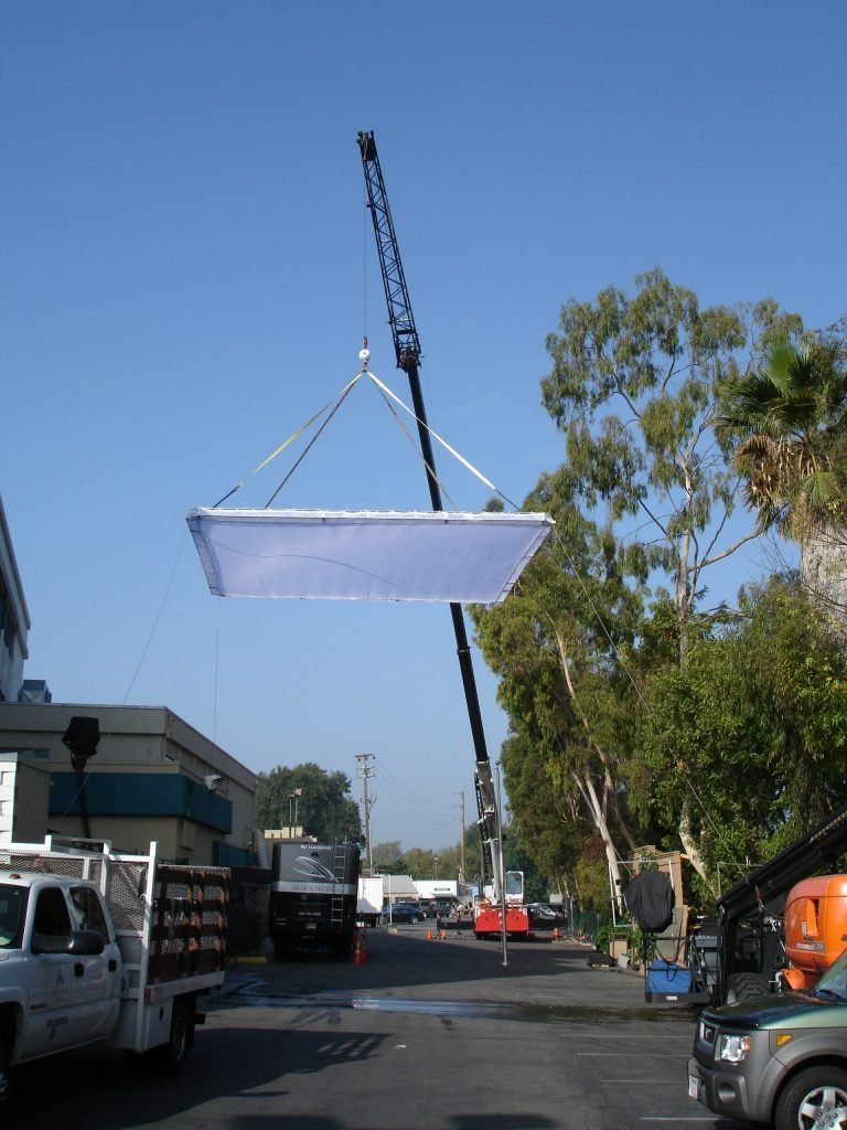 crane for lightinig booms