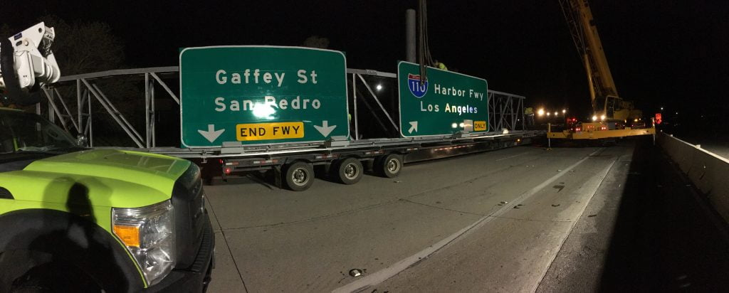 moving Harbour Freeway signage